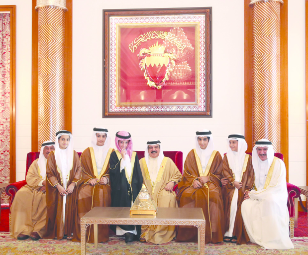 <p>His Majesty King Hamad yesterday received at Safriya Palace sons and grandsons of the late Shaikh Attiyatallah bin Abdulrahman Al Khalifa. The King highlighted the significance of social cohesion and maintaining genuine Bahraini values and traditions.</p>