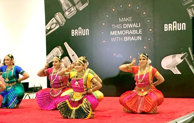 Braun celebrates Diwali with traditional dance