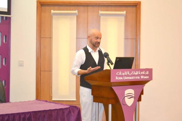 <p>Mr Di Nicola speaking during the lecture.</p>
