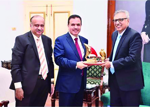<p><em>Mr Usman, centre, presenting a memento to Mr Alvi, right, in the presence of Mr Munir</em></p>