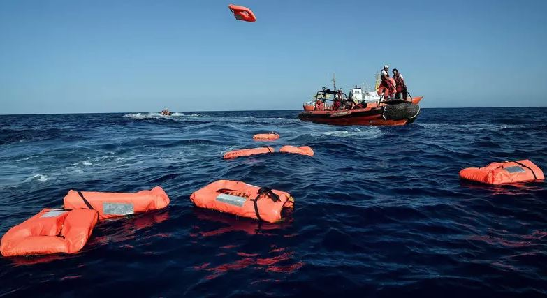 Ten missing as migrant boat sinks off Turkey