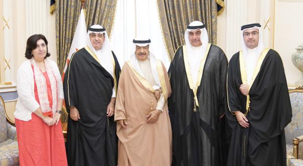 Premier lauds contributions of Bahraini citizens