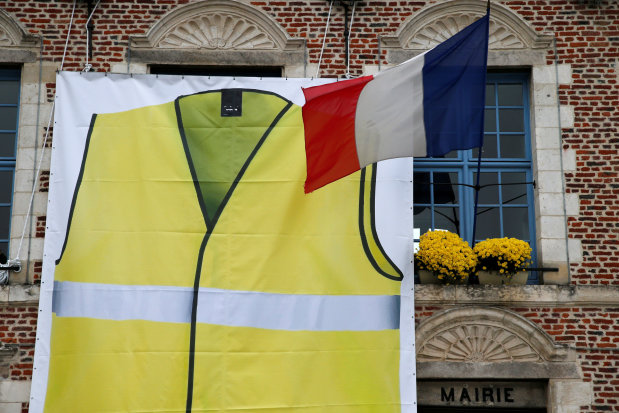 France braces for travel turmoil as 'yellow vests' take on Macron