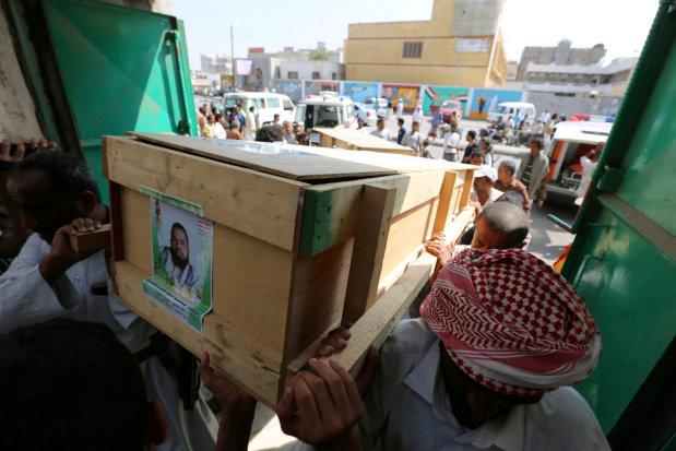 Air strikes, clashes hit Yemen port city despite ceasefire