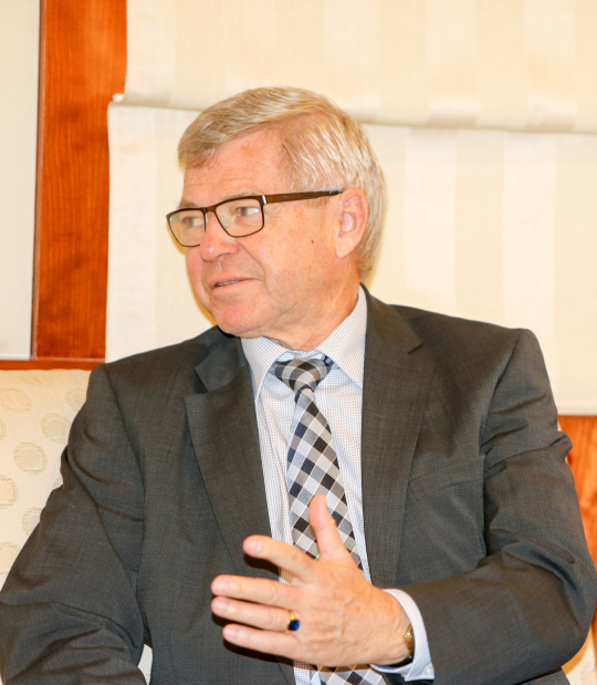 PEACEMAKER: Former Norway prime minister visits Bahrain