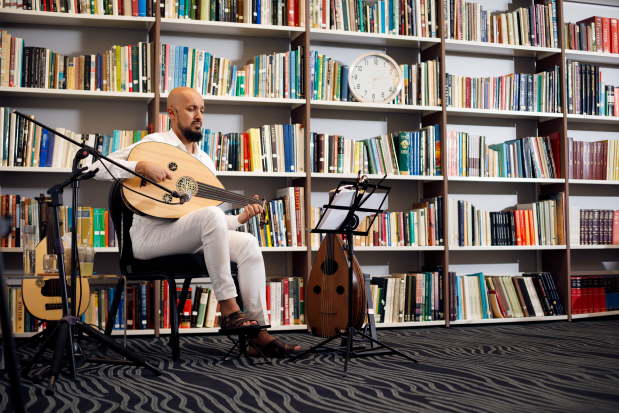 GUINNESS RECORD! Musician stages 24-hour oud concert