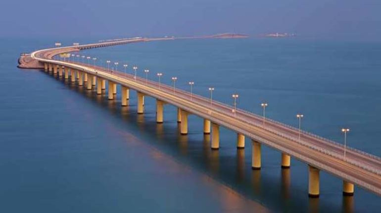 Second highest surge of commuters on King Fahd causeway since 1986