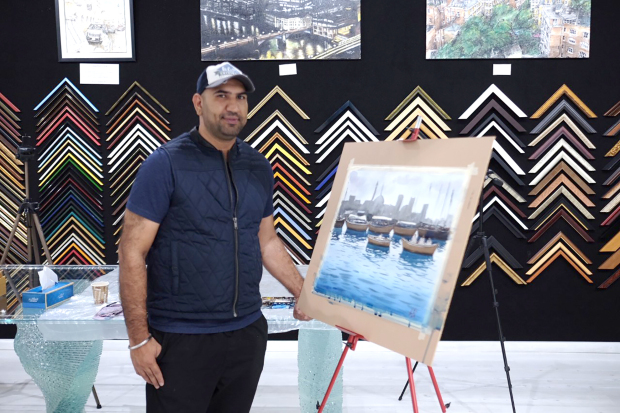 A Bahraini artist held a live painting demonstration on the country's heritage with specific themes relating to the 1960s.