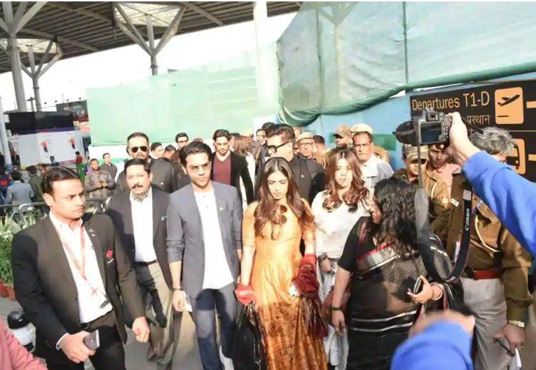 Bollywood: Photos: Indian PM Narendra Modi meets young Bollywood stars