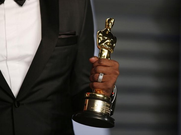 Oscars prepares to go without host?