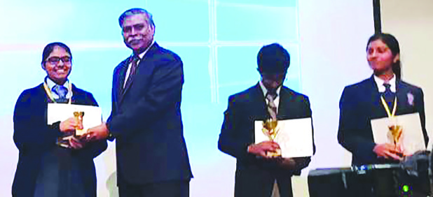 <p><em>Mr Sinha honouring the winners.</em></p>