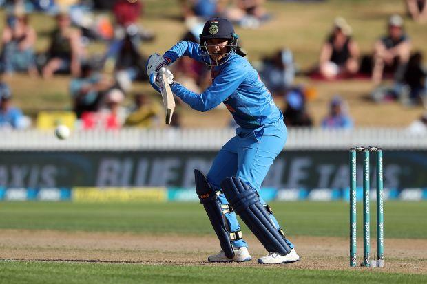 Mandhana effort in vain as India lose final T20I