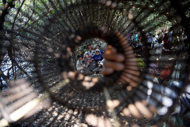 OMG: Pictures: No hooks, lines or sinkers: Cambodians go traditional in fishing ceremony