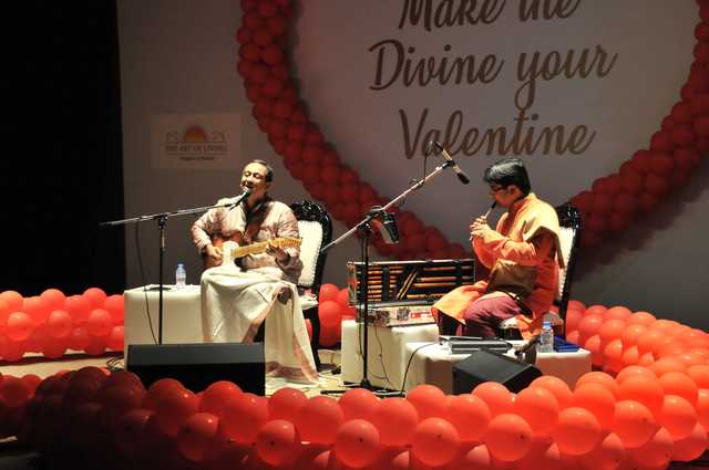 <p>Indian musician and peace advocate Vikram Hazra performed for fans in Bahrain last night. The concert, organised by the Art of Living (AOL) Bahrain, took place at Al Jawahara Centre, Salmaniya. He is a global name in Indian devotional music and performed hymns, as well as his own compositions, for an invited audience. He also surprised fans with a segment of classic Hindi songs dedicated to the expatriate community on Valentine's Day. He was accompanied on flute by Saumyajyothi Ghosh. An active AOL enthusiast, Hazra supports several community development projects of the International Association for Human Values.</p>
