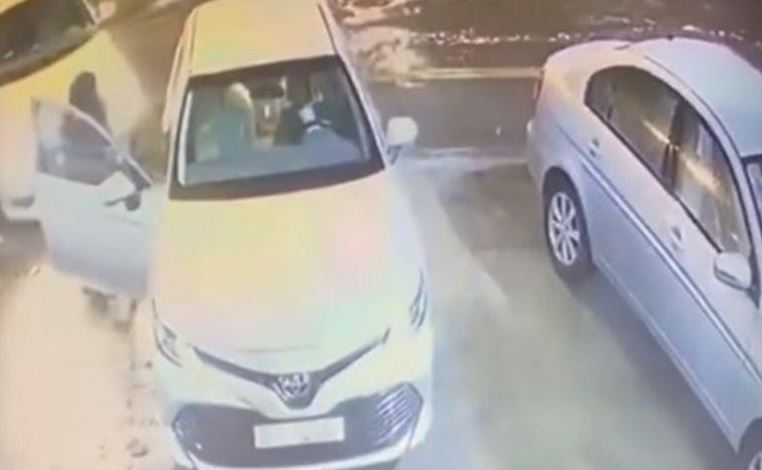 VIDEO: Man steals car in broad daylight