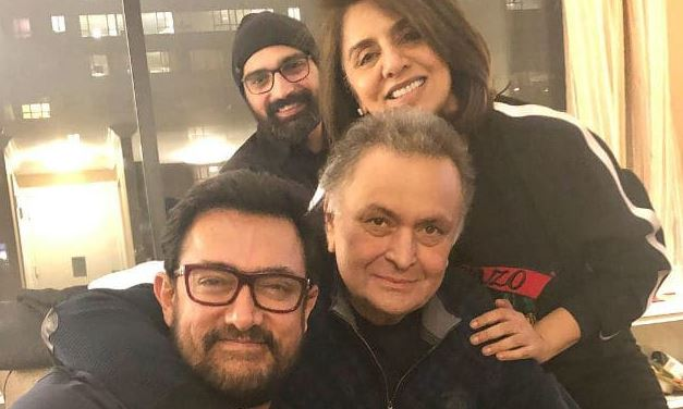 Aamir Khan visits Rishi Kapoor, Neetu Kapoor and their get together is all about love!