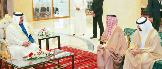 <p>His Majesty King Hamad yesterday received at his residence in the Turkmen capital, Ashgabat, Saudi Ambassador to Turkmenistan Khalid bin Faisal Al Sehli and UAE embassy Charge D'Affaires Abdulaziz Al Hashemi. </p>
