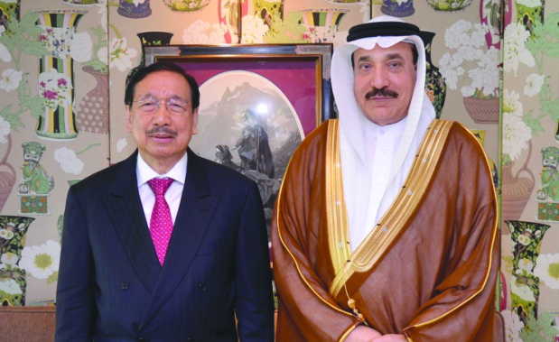 <p>Labour and Social Development Minister and Labour Market Regulatory Authority chairman Jameel Humaidan yesterday met the Philippines President's Special Envoy to the GCC Dr Amable Aguiluz.</p>