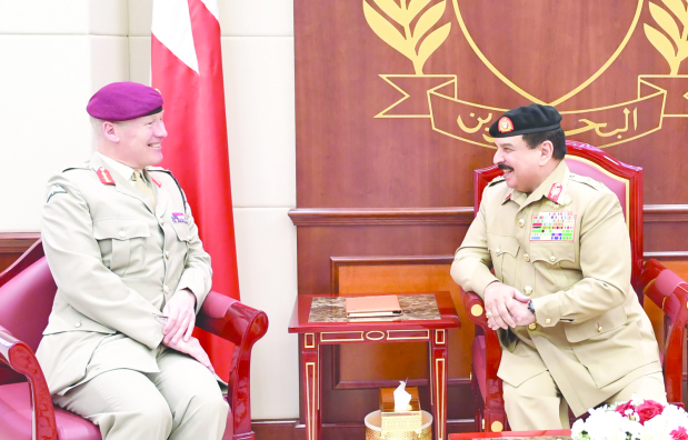 <p>His Majesty King Hamad yesterday met at BDF General Command the UK's senior defence adviser for Middle East General Sir John Lorimer and reviewed ties, mainly in the defence and military field.</p>