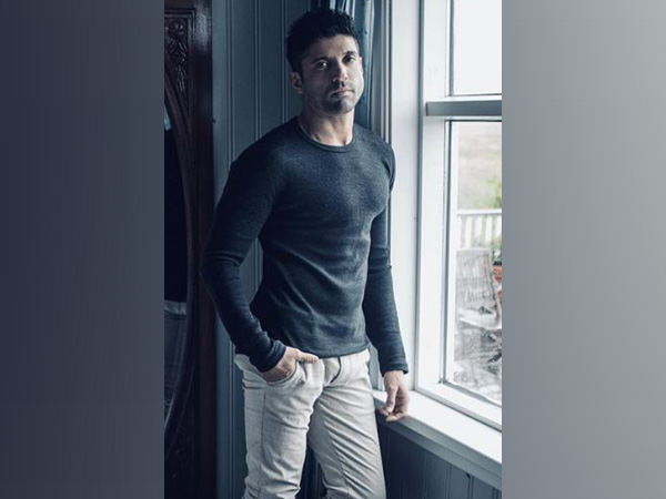 Farhan Akhtar shares sneak peek from workout session for 'Toofan'