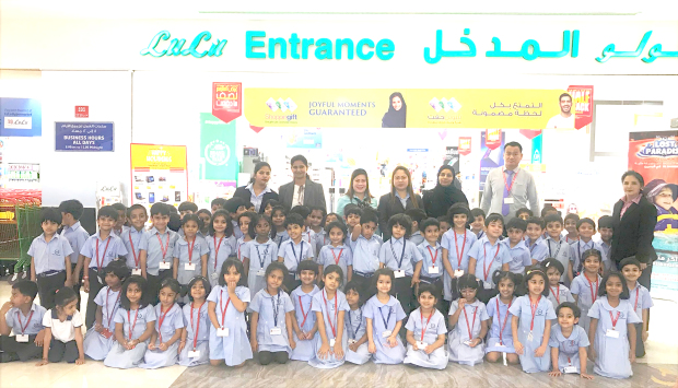 <p><i>The children at the market.</i></p>