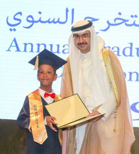 <p><em>Shaikh Khalifa presenting a certificate to one of the students</em></p>