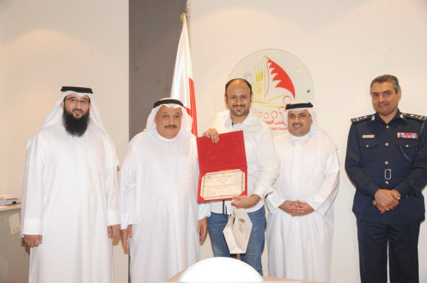 <p>GDN journalist Mohammed Al A&rsquo;ali, centre, was among media representatives honoured yesterday for their coverage of the Muharraq Municipal Council&rsquo;s first term.&nbsp;</p>