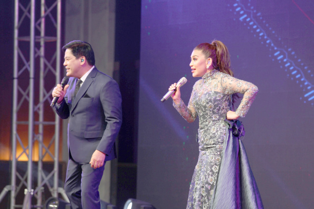 <p>Back-to-back musical concerts by Philippines&rsquo; two top performers drew a large number of music enthusiasts at the Gulf Hotel last night.&nbsp;</p>