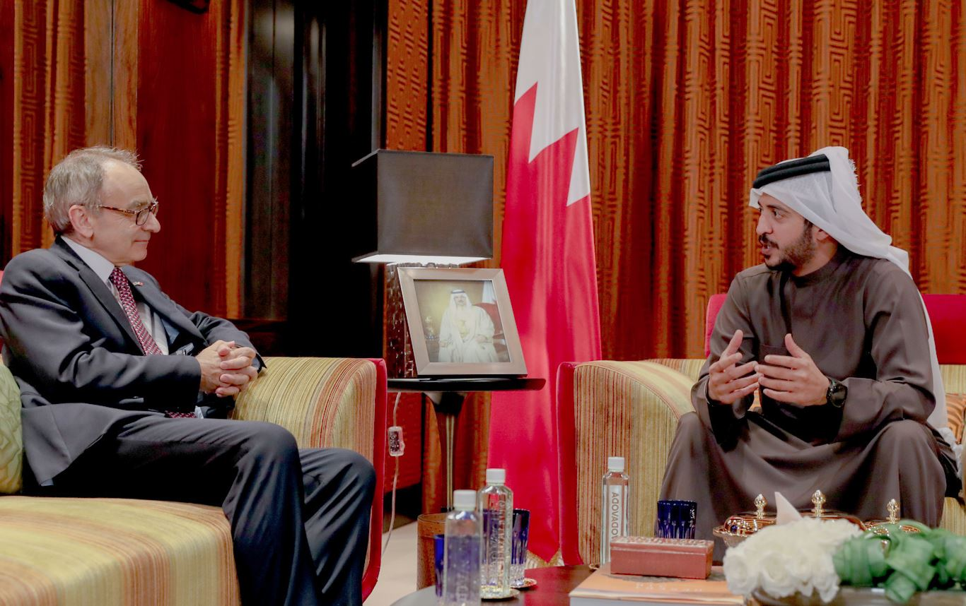 <p>Supreme Council for Youth and Sports first deputy chairman and Bahrain Olympic Committee President Shaikh Khalid bin Hamad Al Khalifa yesterday met at Al Wadi Palace British Ambassador Simon Martin.</p>