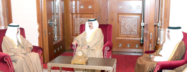 <p><em>His Majesty meets the Premier and the Crown Prince</em></p>