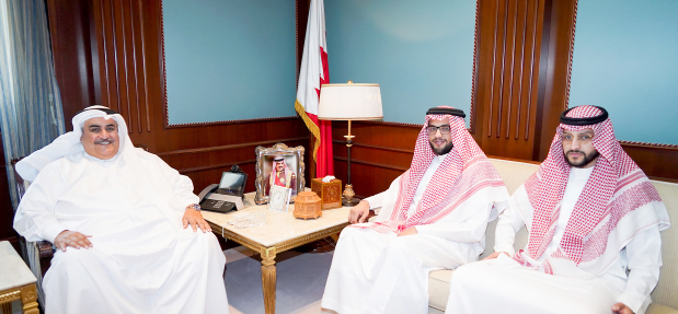 <p>Foreign Minister Shaikh Khalid bin Ahmed Al Khalifa met Saudi Arabia&rsquo;s Foreign Affairs Ministry communication centre director general Ahmed bin Mohammed Al Towayan.&nbsp;</p>