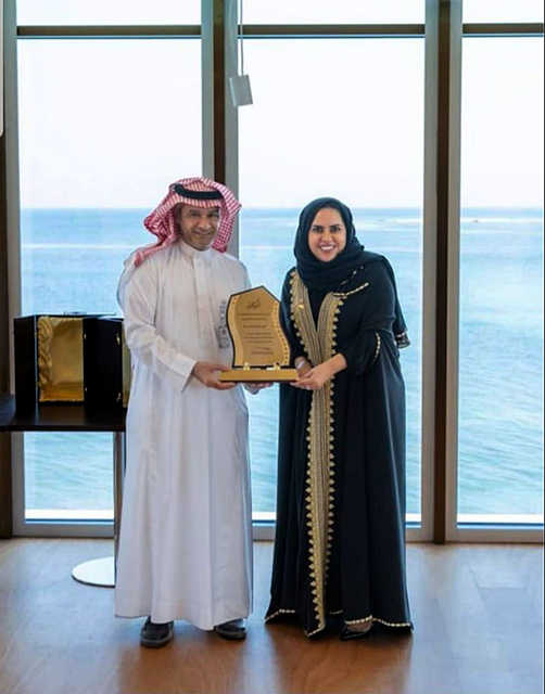 <p><br></p><p>King Fahad Causeway Authority director-general Emad Al Muhaisen honoured Golden Gate, Bahrain's tallest freehold residential tower, for its Ramadan Iftar Saem initiative. Mr Al Muhaisen presented an</p><p>appreciation plaque to Golden Gate vice president of sales and marketing Eman Al Mannaei. The Golden Gate project is being implemented by a global joint venture partnership between Kooheji's Golden Gate</p><p>Developers and India's Ajmera Realty and Mayfair Housing Group.</p>