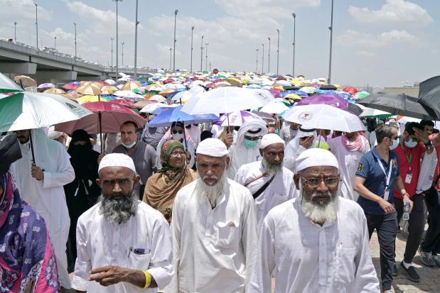 Haj pilgrims head back to Mecca for final prayers