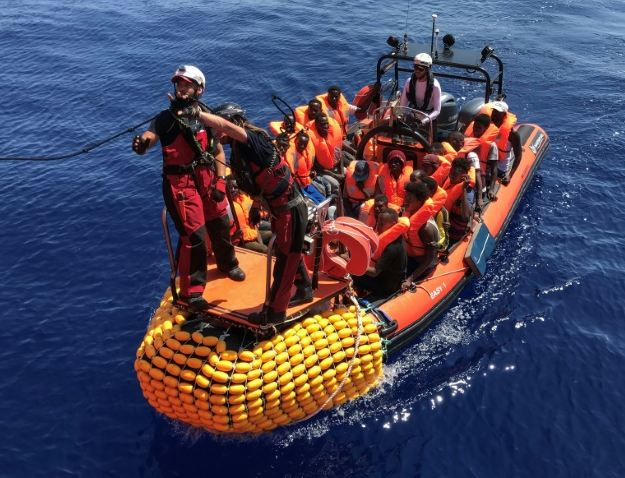 Children to leave migrant ship near Italy
