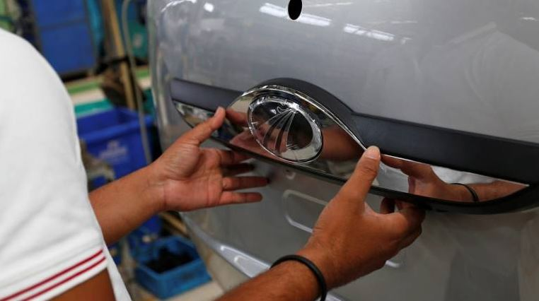 India carmaker lays off 1,500 temporary staff