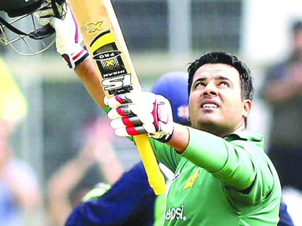 Sharjeel apologises for spot-fixing
