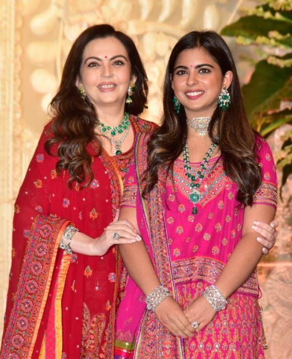 Bollywood: Photos: Bollywood celebrities and cricket stars add glamour to Ambanis' Ganesh Chaturthi celebration