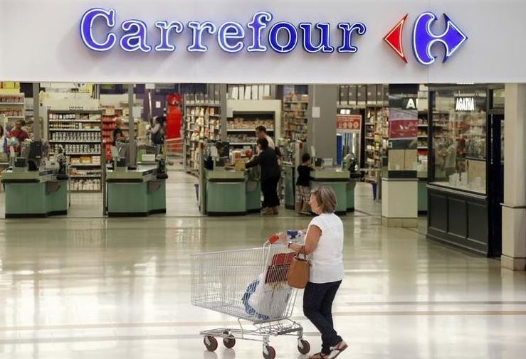 Carrefour weighing bid for French retail rival Casino