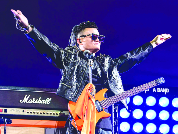 Jack Ma leaves Alibaba with rock star show