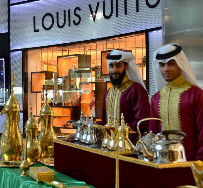 <p>Qadooa sweets welcoming MODA mall visitors with Arabic hospitality</p>