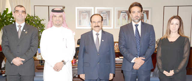 <p>Electricity and Water Affairs Minister Dr Abdulhussain Mirza yesterday received VIVA Bahrain&rsquo;s new chief executive Nizar Banbela, who was accompanied by company commercial services head Karim Tabboush.</p> <p>He congratulated Mr Banbela on his appointment and wished him success.</p> <p>He praised the role of VIVA in the development of the telecommunications sector in Bahrain.</p>