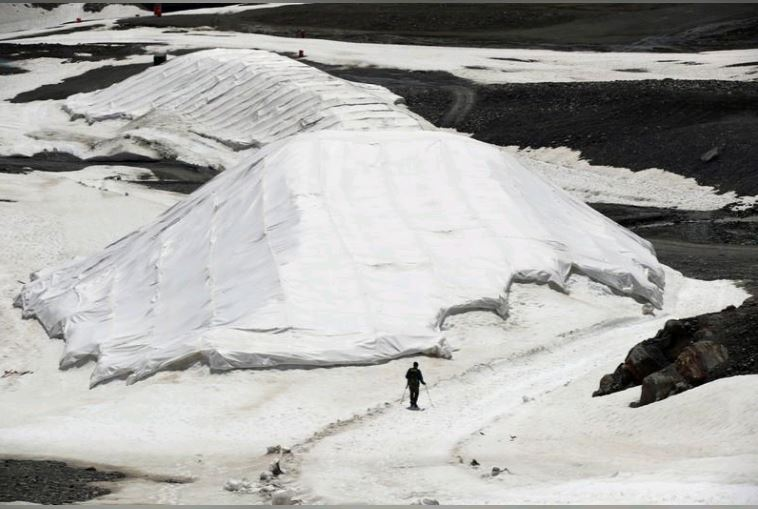 Scientists race to read Austria's melting climate archive