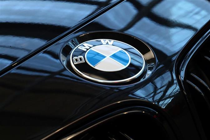 BMW to keep staffing level stable, CEO says