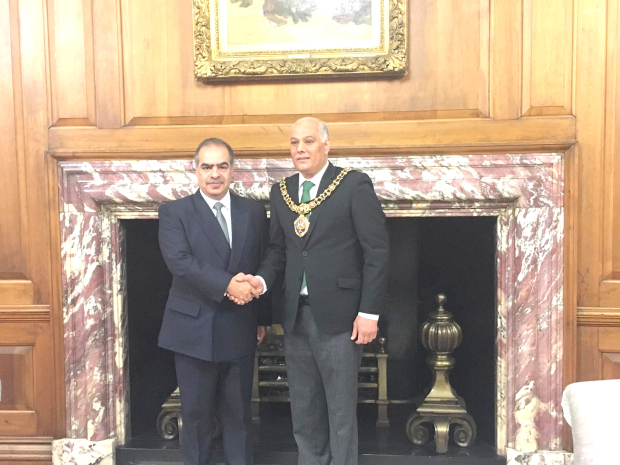 <p>Bahrain's ambassador to the UK Shaikh Fawaz bin Mohammed Al Khalifa visited Manchester where he met the Lord Mayor, Councillor Abid Latif Chohan, at the headquarters of the Provincial Council.&nbsp;</p><div>They discussed historic relations and ways of boosting investment between Bahrain and Manchester, especially with the emergence of new construction projects.&nbsp;</div><div><br></div><div>Shaikh Fawaz also visited the British Islamic Heritage Centre.</div>