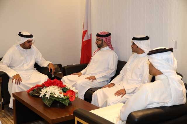 <p>Minister of Youth and Sports Affairs Ayman bin Tawfiq Almoayyed visited the Bahrain Basketball Association (BBA), Bahrain Football Association (BFA), Bahrain Volleyball Association (BVA) and Bahrain Handball Association. He met BBA president Shaikh Isa bin Ali Al Khalifa, BFA president Shaikh Ali bin Khalifa Al-Khalifa, BVA president Shaikh Ali bin Mohammed Al Khalifa and BHA president Ali Ishaqi and discussed with them co-operation to promote sport in Bahrain, including the initative of HM the King's representative for Charity Work and Youth Affairs and Supreme Council for Youth and Sports chairman Shaikh Nasser bin Hamad Al Khalifa to set up 100 playgrounds in neighbourhoods, villages and towns which will help tap in new talents. Above, Almaoyyed with Shaikh Isa.</p>