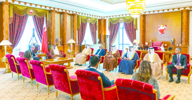 <p>His Royal Highness Prince Salman bin Hamad Al Khalifa, Crown Prince, Deputy Supreme Commander and First Deputy Premier, yesterday received HSBC's chief executive for the Middle East, North Africa, and Turkey Martin Tricaud at Gudaibiya Palace. He highlighted the role played by the banking and finance sector in the kingdom's comprehensive development.</p>