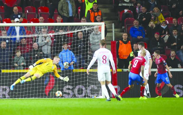 Czechs rally to pip England