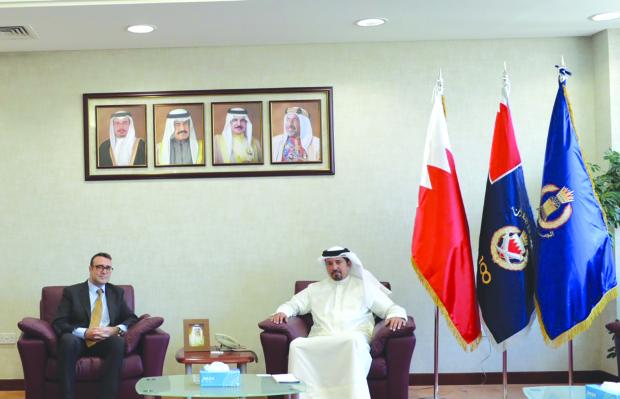 <p>Customs president Shaikh Ahmed bin Hamad Al Khalifa yesterday met Deputy British Ambassador Stuart Summers and reviewed strong ties binding the countries.</p>