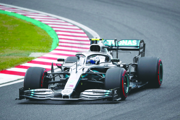 Mercedes pair set early pace