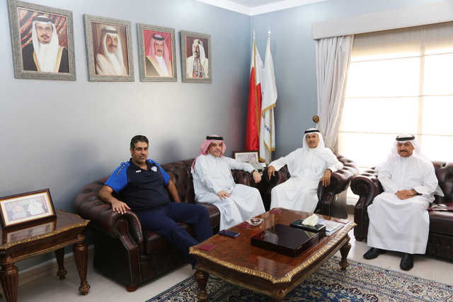 <p>Capital Governor Shaikh Hesham bin Abdulrahman Al Khalifa yesterday received Al Najma Club chairman Shaikh Abdulrahman bin Mubarak Al Khalifa, who gave an update about the club's investment projects and planned participations. Present were Al Najma Club board&nbsp;members Salah Bouzid Al Dosary and Youssef Alzayani</p>